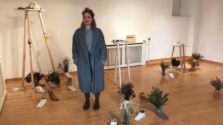 Die Solothurner Künstlerin Aline Stalder inmitten ihrer Installation im 20-m2-Raum im Kunsthaus Grenchen.