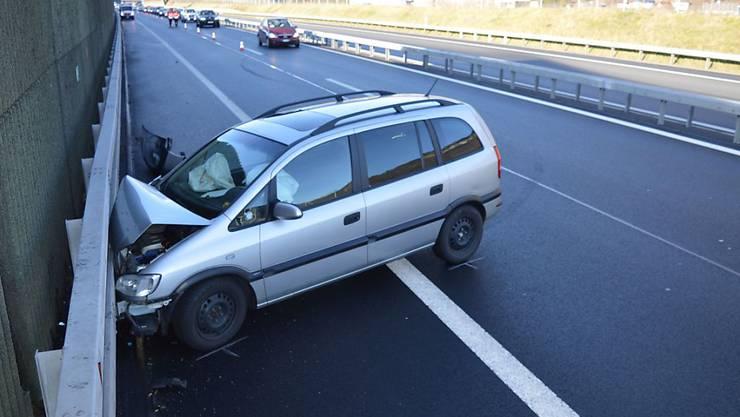 Warum die Lenkerin die Kontrolle über das Fahrzeug verlor, ist noch unklar.