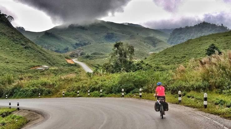 Grüne und saftige Landschaft, soweit das Auge reicht (Laos). «Es ist wie im Paradies», sagt Rita Rüttimann.