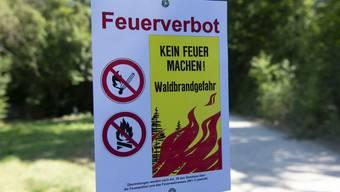 Weiterhin gilt in den meisten Kantonen Feuerverbot. (KEYSTONE/Melanie Duchene)