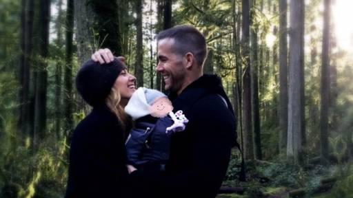 Erstes Baby-Foto von Ryan Reynolds' jüngster Tochter