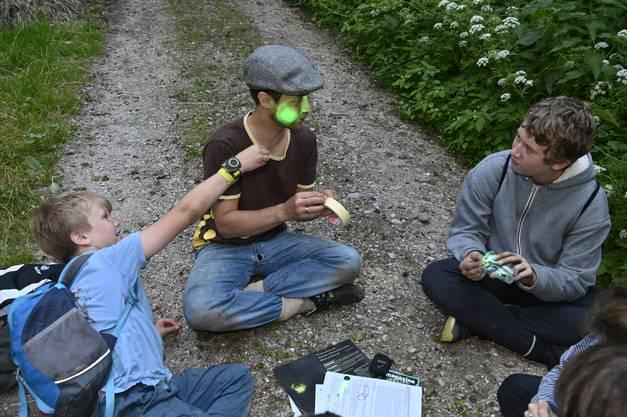 Leiterin Véronique Schifferle hat die Regionalgruppe wieder erweckt, Leiter Tobias Richter ist Spezialist für Glühwürmchen. Mit dabei die Buben Nelson, Finn, Miles und Leo.