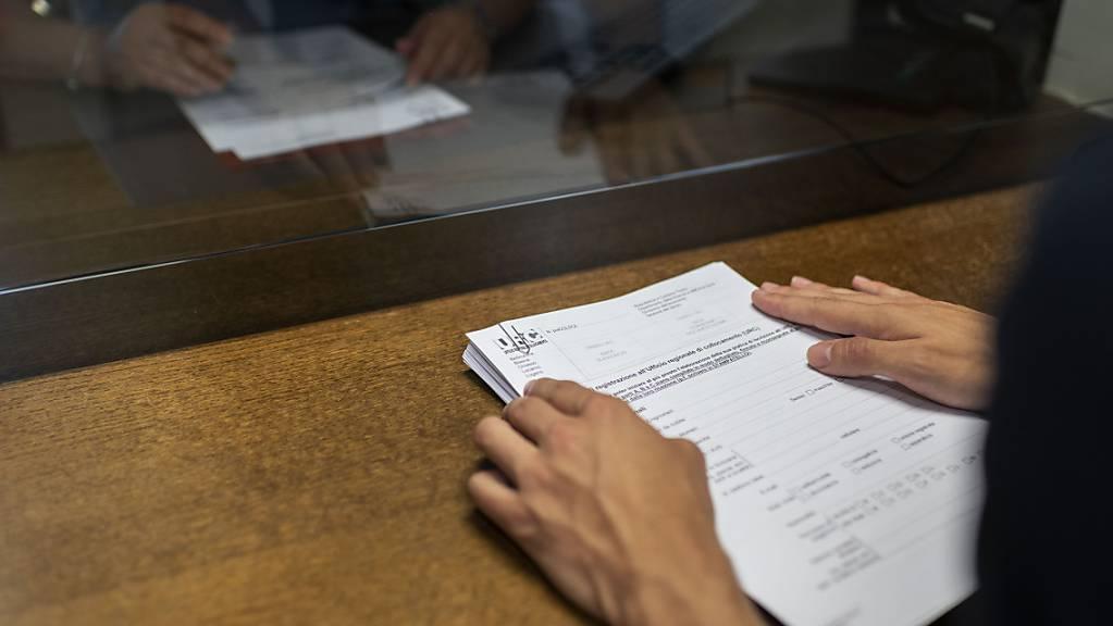 Wer im Kanton Luzern Kurzarbeit beantragt, statt seine Angestellten zu entlassen, soll nicht benachteiligt werden bei der Vergabe von Härtefallhilfe. (Archivbild)