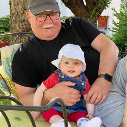 Werner Keckeis, 66†, mit seiner Enkeltochter, 1.