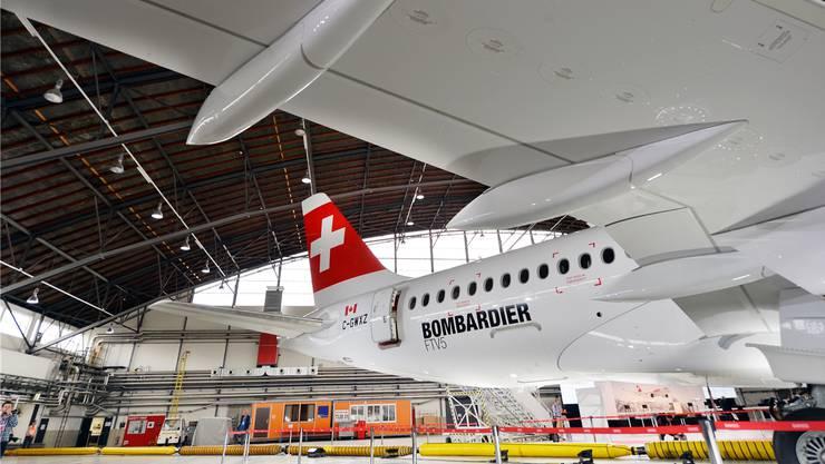 Der Vorzeige-Flieger von Bombardier soll der Swiss Treibstoff und damti Geld sparen, nun machen die Triebwerke grosse Probleme. Bild: Walter Bieri/Keystone