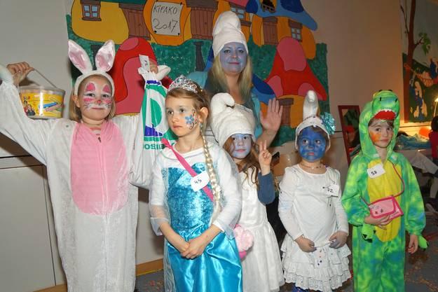Die Siegerinnen des Kostümwettbewerbs.