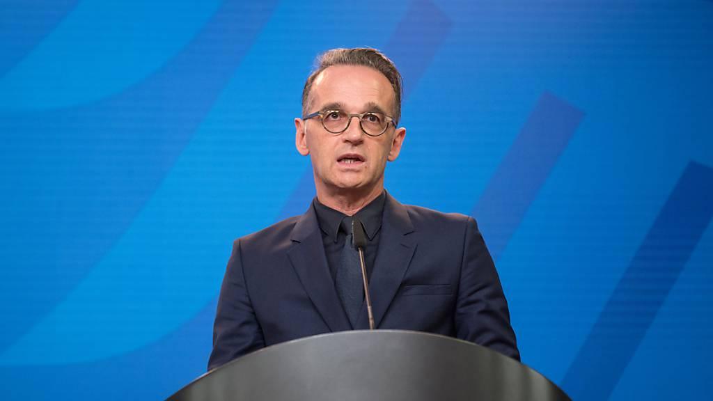 Heiko Maas, Außenminister von Deutschland, spricht im Auswärtigen Amt. Maas hat US-Präsident Trump ein ruchloses Verhalten im amerikanischen Wahlkampf vorgeworfen. Foto: Stefanie Loos/AFP Pool/dpa