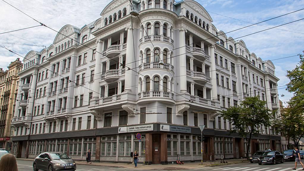 Das frühere Hauptquartier des sowjetischen Geheimdienstes KGB in Lettland. Foto: Alexander Welscher/dpa