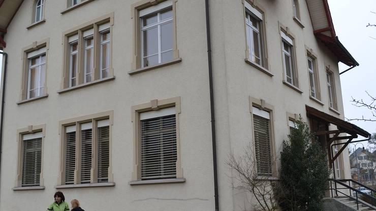 Fischbach-Göslikon wird bald um 300 Einwohner wachsen (im Bild das Gemeindehaus).