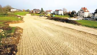 Entscheidung: Die Strasse braucht einen Namen – bevor links und rechts die neuen Häuser stehen. (Bild: Hanspeter Bärtschi)
