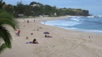 Der Surfer war etwa 50 Meter vom Strand entfernt (Symbolbild)