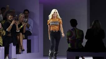 Donatella Versace und ihre Familie verkaufen ihr legendäres Modehaus an Michael Kors für über 2 Milliarden Dollar. (Archiv)