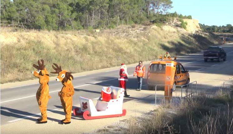 Aktionskünstler bestellt als Weihnachtsmann den Pannendienst – und erntet viel Unmut