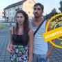 Sie sei enttäuscht und traurig, sagt Funda Yilmaz nach der Ablehnung ihrer Einbürgerung. Ihr Verlobter steht ihr bei.