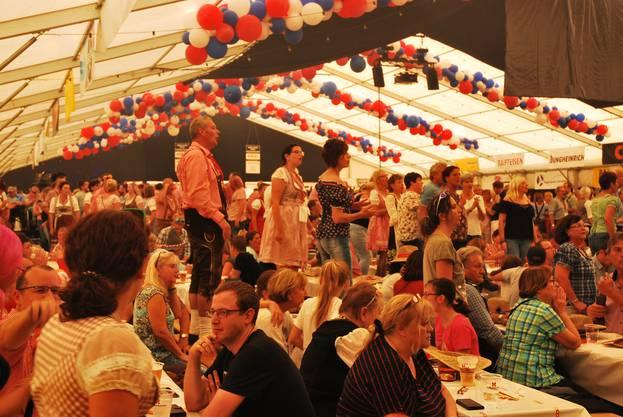 Beatrice Egli sorgt am Schupfart-Festival für Oktoberfest-Stimmung