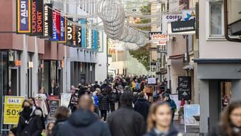 Volle Einkaufsgassen trotz Corona: Auch dieses Jahr strömten die Leute am 24. Dezember noch in die Läden.
