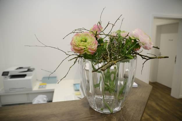 Zum offiziellen Begrüssungsapéro gab es viele Blumen