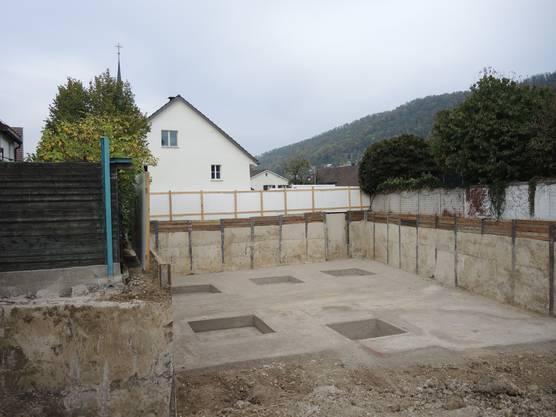 Für den Neubau von zwei Mehrfamilienhäusern hinter dem Hof lag die Baufreigabe vor.