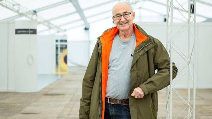 Urs Keller, Präsident der Expo Brugg-Windisch, führt über das aufgebaute Expo-Gelände im Geissenschachen.