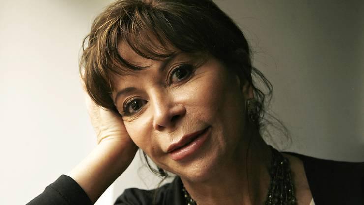 Die chilenische Bestseller-Autorin Isabel Allende hat mit 73 Mann, Haus und Hund verloren - will sich aber davon nicht unterkriegen lassen (Archiv 2010).