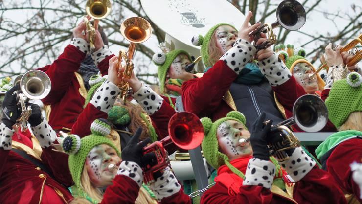 Die Gugge Bänkliclique aus Oberrohrdorf trat unter dem Motto Märlistund hat Gold im Mund auf