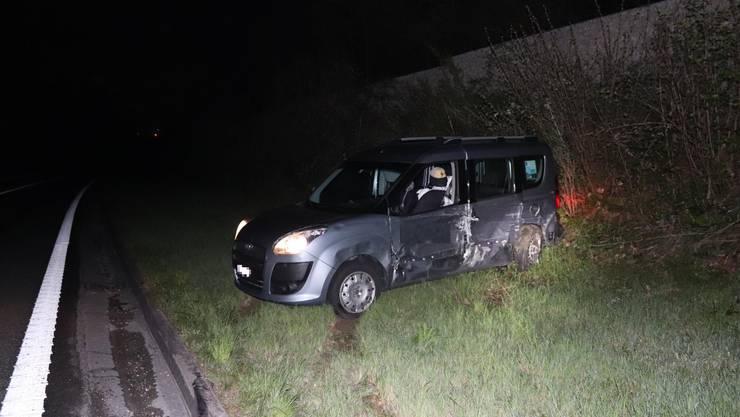 Zwei Autos kollidierten auf der Autobahn A18 bei Aesch.