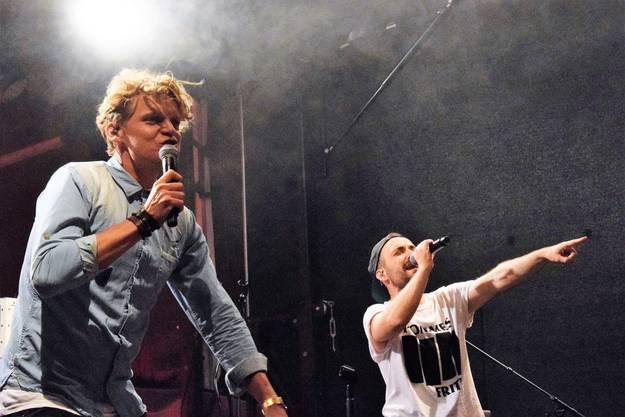 Dabu Fantastic bieten eine energiegeladene Show auf der Jäggi-Bühne in der Hofstatt.