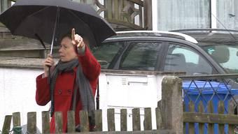 «Es brennt!»: Nachbarn werden auf den Rauch aufmerksam, Carla Schauers Eltern rennen zum Haus.