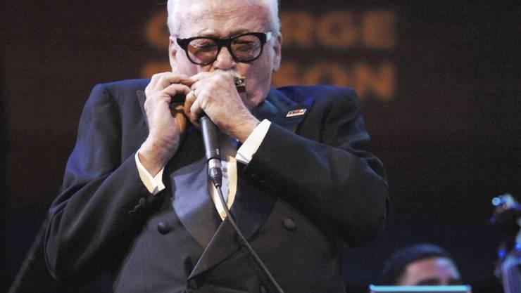 Der belgische Jazz-Musiker Toots Thielemans machte die Mundharmonika im Jazz salonfähig. Er ist 94-jährig gestorben (Archiv)