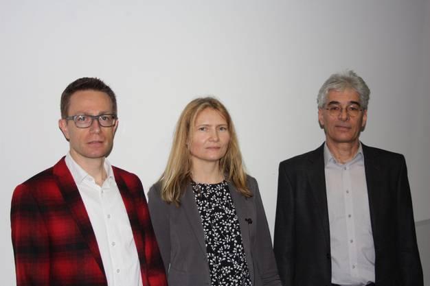 """Die Referenten Niklaus Giger (li.) und Dr. Merja Hoppe (Mitte) referierten am Energie-Apéro Baden zum spannenden Thema """"Mobilität - die Gesellschaft bewegt sich"""", zu der Martin Sennhauser, Leiter Energiefachstelle Baden (re) eingeladen hatte."""