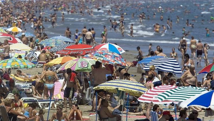 Die Badesaison steht vor der Tür: Doch solch überfüllte Strände wird es dieses Jahr wohl nicht geben: Die EU arbeitet an einem Schuztkonzept.