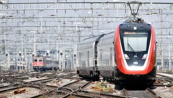 Bei den SBB fehlen Lokführer – deshalb fallen täglich Züge aus.