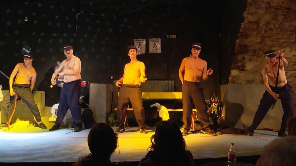 Nackte Tatsachen im Turbine Theater: Laienschauspieler ziehen blank