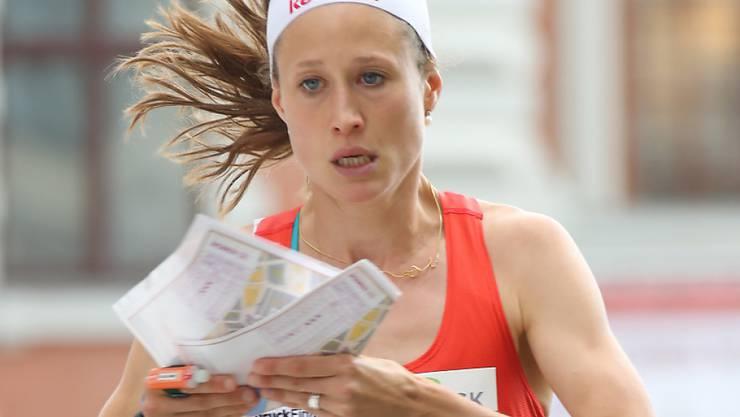 Judith Wyder, die schon am Samstag im Einzel eine Medaille holte, rettet mit Abschnitts-Bestzeit der Schweiz die Silbermedaille in der Sprint-Staffel