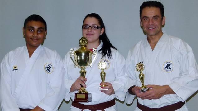 Silber- und Bronzemedaille für die Dietiker Goshin-Ryu Karate Wettkämpfer in der Oberstufen Kata.