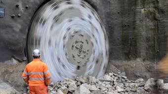In Effingen durchstösst die Tunnelbohrmaschine die letzten Meter.