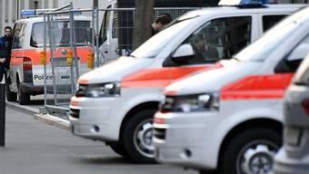 In einem Hotel in Zürich wurde ein toter Mann gefunden. Die Stadtpolizei Zürich war mit einem Grossaufgebot vor Ort. (Symbolbild)