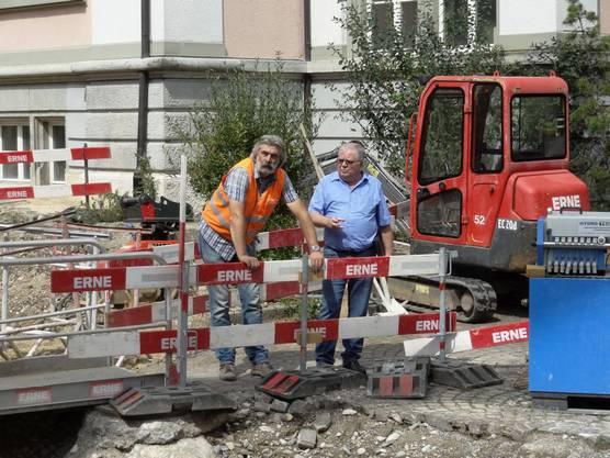 Patrick Bieber von der Erne AG, Bauunternehmung (links), und Franz Ressnig vom Stadtbauamt Rheinfelden