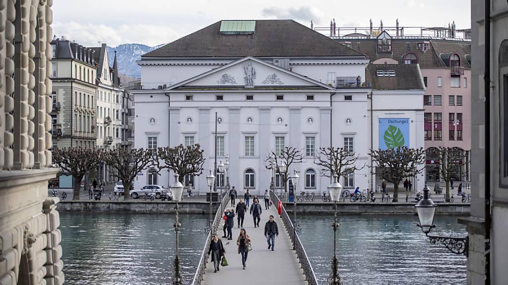 Die Nordfassade des Luzerner Theaters: Die Um- und Neubaupläne stossen bei Denkmal- und Heimatschutz auf Ablehnung. (Archivbild)