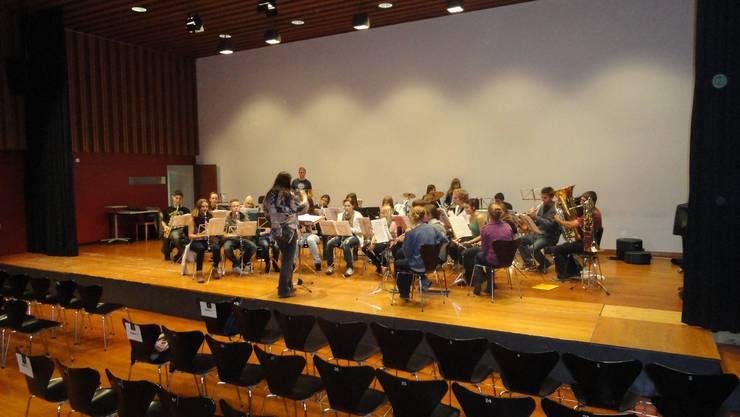Die Jugendmusik Wettingen erhält an der Hauptprobe ihren letzten Schliff.