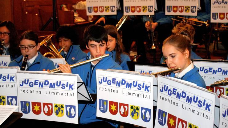 Viel Platz blieb den jungen Musikern in der kleinen Kirche nicht
