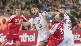 Alen Milosevic (r.) und seine Schweizer Teamkollegen setzen sich gegen Serbien spektakulär durch.