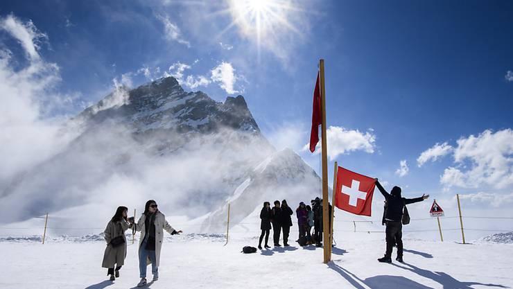Die Coronakrise trifft auch die Jungfraubahnen hart: Bis mindestens Mitte April fahren keine Züge mehr auf das Jungfraujoch. (Archivbild)