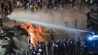 Die Polizei ist am Freitag äusserst hart gegen Demonstranten in Rumänien vorgegangen.