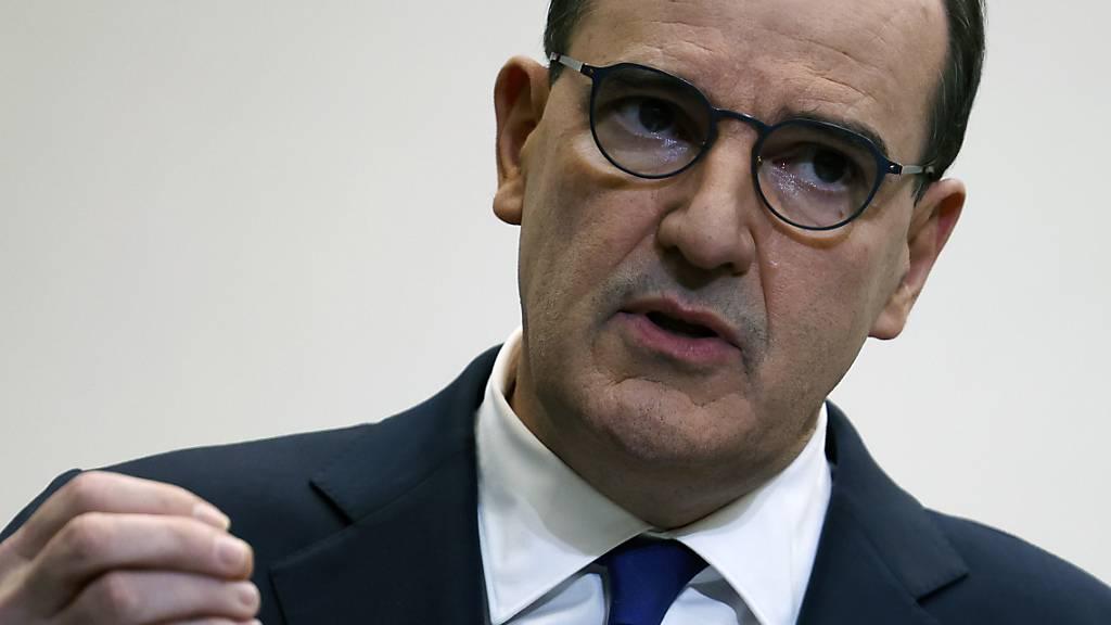 Frankreichs Premierminister Jean Castex spricht während einer Pressekonferenz. Foto: Thomas Coex/Pool AFP/AP/dpa