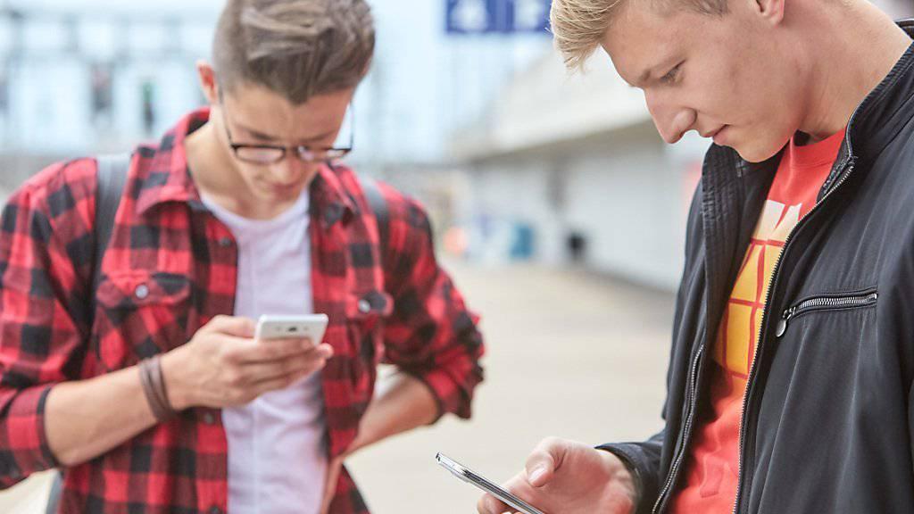 Jüngere Menschen in der Schweiz nutzen am häufigsten mehrere Sprachen, nicht zuletzt dank den neuen Medien und bei der Musik. (Symbolbild