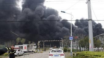 Nach der Explosion in einer chinesischen Chemiefabrik  in Yancheng ist die Zahl der Toten in der Nacht auf Freitag auf 44 Personen gestiegen.