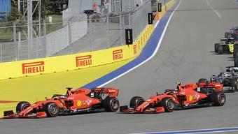 Das Überholmanöver nach dem Start: Vettel zieht an seinem Teamkollegen Leclerc vorbei