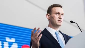 So wie hier bei einer Ansprache vor Anhängern in Moskau 2017 wird man Alexej Nawalny lange nicht mehr sehen: Der russische Anti-Korruptionskämpfer wurde auf einer Dienstreise in Sibirien vergiftet.