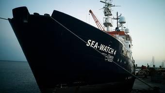 """HANDOUT - Das neue Seenotrettungsschiff """"Sea-Watch 4"""" liegt im Hafen von Burriana. Das Rettungsschiff hat Spanien verlassen, um erstmals im Mittelmeer vor Libyen schiffbrüchige Migranten aufzunehmen. Foto: Chris Grodotzki/MSF/dpa - ACHTUNG: Nur zur redaktionellen Verwendung im Zusammenhang mit der aktuellen Berichterstattung und nur mit vollständiger Nennung des vorstehenden Credits"""